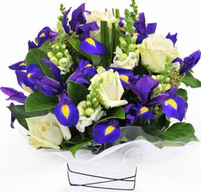 ABC Flowers St. Vincent's Hospital Melbourne deliver A006 Pretty Flower Box Arrangement Melbourne Wide Free Delivery Melbourne Inner Suburbs