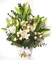 ABC Flowers St. Vincent's Hospital Melbourne deliver B009 oriental lily, roses, and white flowers sheaf 7 days a week melbourne wide
