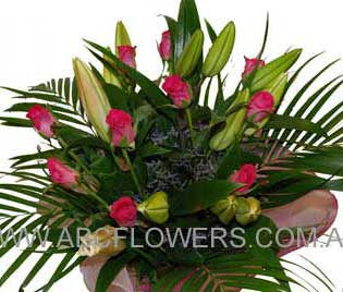 eastern hill florist fitzroy melbourne deliver b016 bouquet of oriental lilies and roses melbourne wide free delivery melbourne inner suburbs 7 days a week